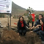 Tomoko-san, Jaimie and Tamae-san planting a tree in Quebrada Verde